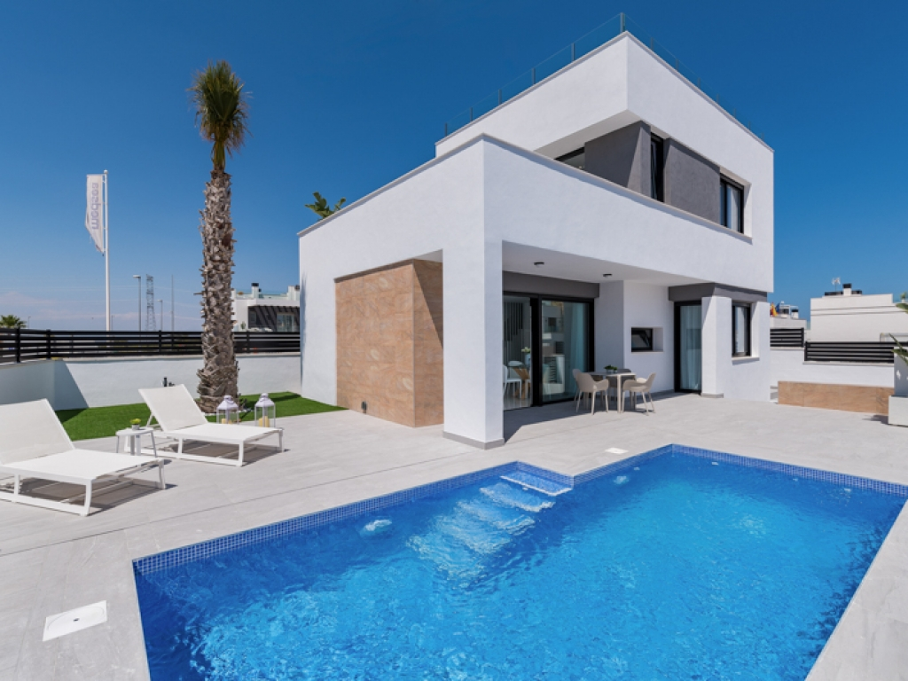 3 Bedroom detached Villa In villamartin