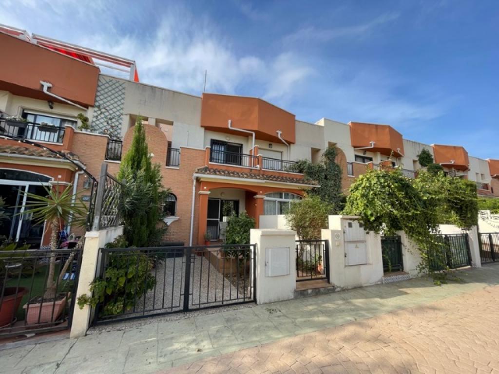 3 bedrooms Twonhouse In Villamartin